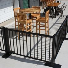 Ready Railing creates outdoor dining area